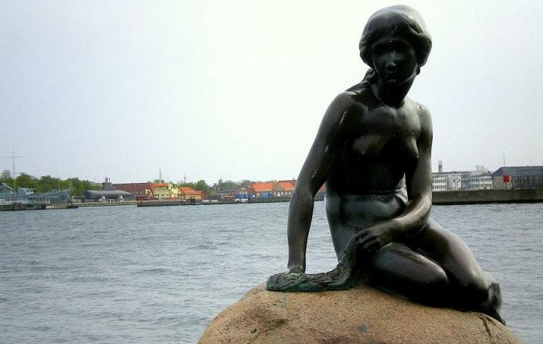 A icônica pequena sereia é um dos símbolos de Copenhage. Fonte: Arquivo Pessoal da Autora