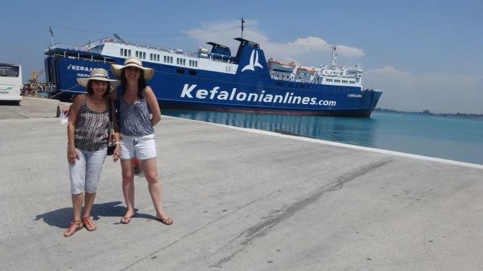 Eu e mãe no porto indo para Kefalonia