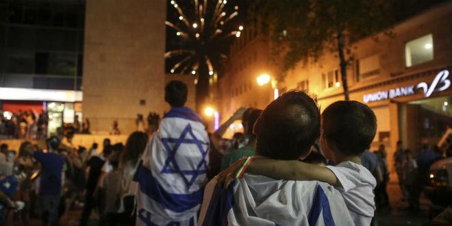 Show de fogos de artifícios na festa do Dia da Independência (fonte:http://www.breakingisraelnews.com)