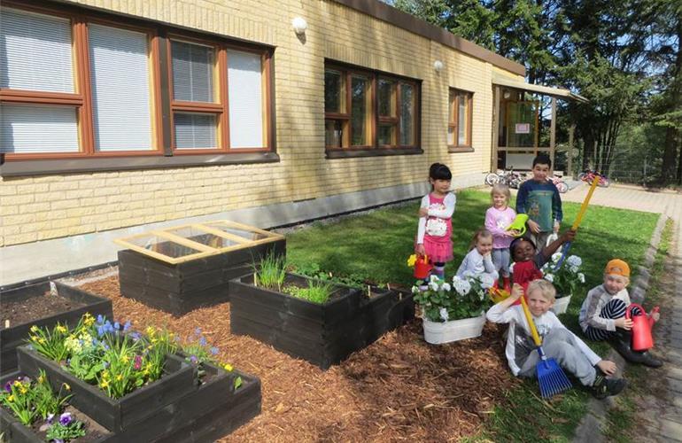 Creche da cidade de Vantaa, onde as crianças aprendem a plantar e a cuidar do jardim. Foto: vantaa.fi