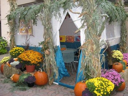 Cabana enfeitada para Sucot - http://shalom-israel-shalom.blogspot.co.il)
