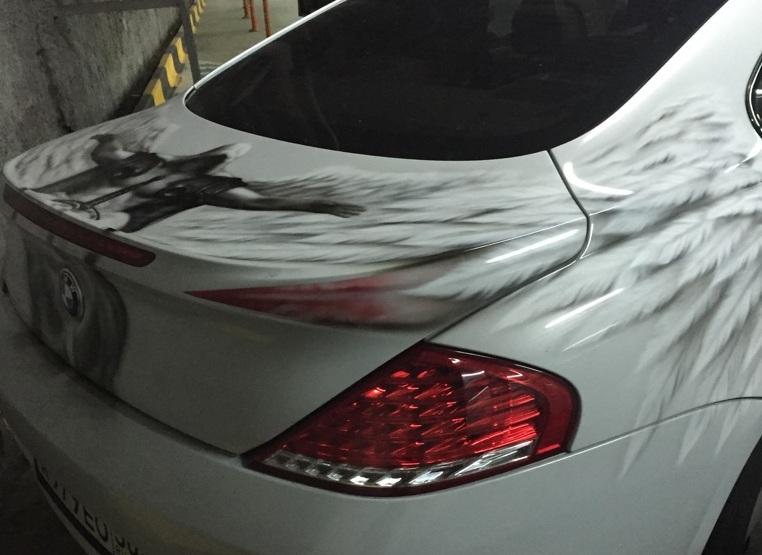 Um BMW branco não tem a menos graça! Vamos dar uma enfeitada nela! (fonte: arquivo pessoal)