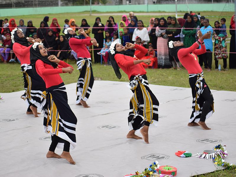 Apresentação de dança típica. Foto: Lora Hoare