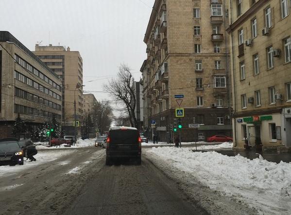 Quando neva muito de uma vez e não está frio o suficiente e não dá tempo de limpar as ruas logo, fica assim: puro barro