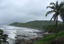 https://upload.wikimedia.org/wikipedia/commons/a/a1/Goa_-_An_Overcast_Season_%2835%29.JPG