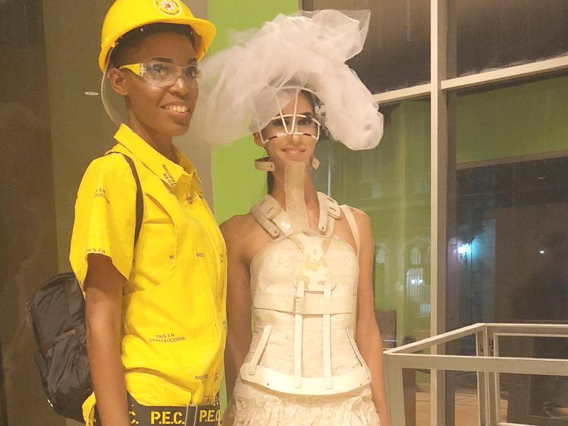 Desfile de moda - fashion Clandestina, no Museu de Bellas Artes.
