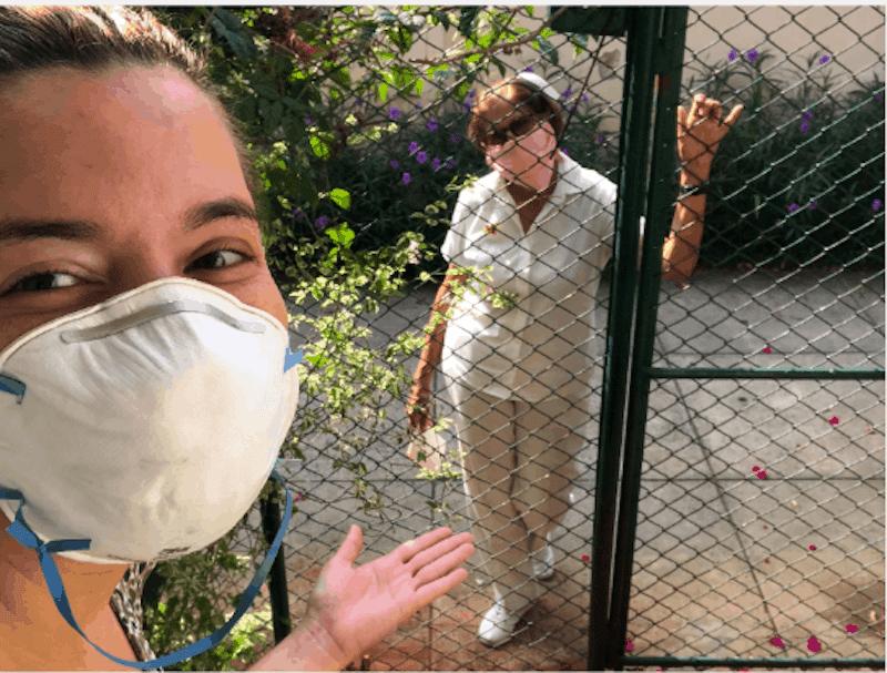Visita médica diária na porta de nossa casa em Havana
